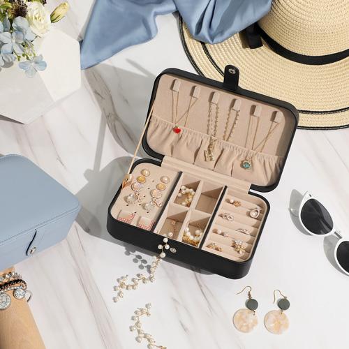 Organizza in modo efficiente tutti i tuoi accessori e bigiotteria con le nostre soluzioni di organizzazione gioielli.