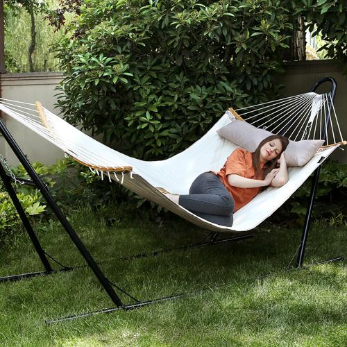 I nostri mobili per esterno e da giardino ti aiutano a goderti al meglio la tua vita all'aria aperta.